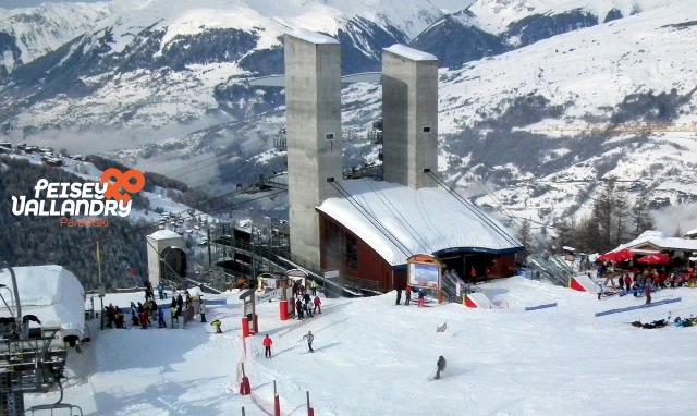 front-de-neige-plan-peisey-gare-depart-vanoise-express-981