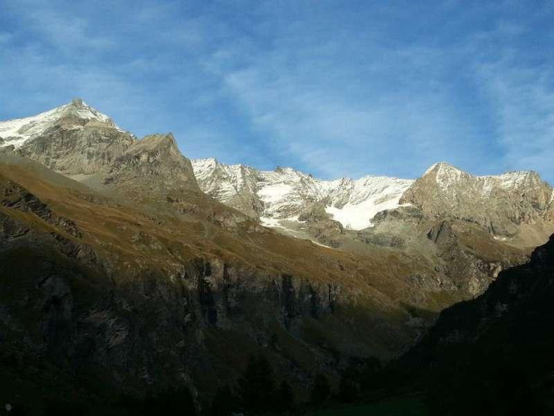 Mont pourri et glaciers en vallée de Rosuel