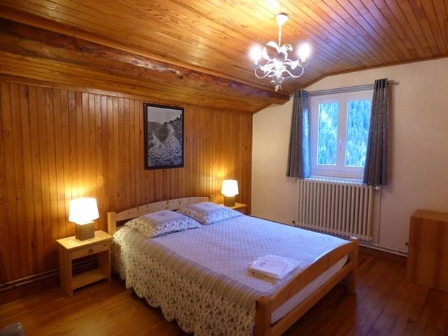 perdrix-rouge-chambre-lit-double-3-33033